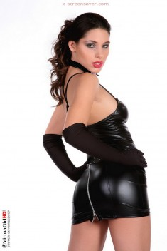 Sexy girl in sexy leather - Brunette iStripper