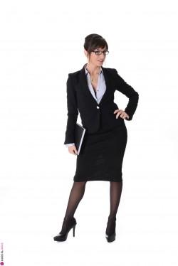 Naked brunette in heels - Ava Courcelles Brunette iStripper