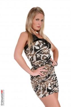 Surprise of strip - Blonde iStripper Zanet